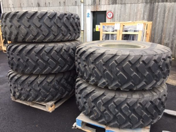 1031 - Michelin 20.5R25 XTL unused on rims